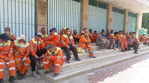 1Protest by municipality workers in Shahin Shahr