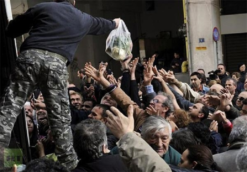 "Iranian regime's Statistics Center:""The food basket of a family in the month of September passed 8 million tomans (around $700) with an increase of 48 thousand tomans (around $42)."""